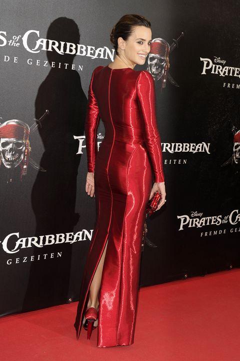 Human body, Shoulder, Red, Flooring, Style, Waist, Fashion, Carpet, Fashion model, Fashion design,
