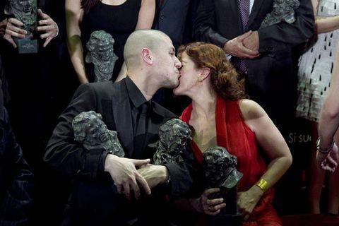 Arm, Hand, Interaction, Dress, Kiss, Romance, Love, Gesture, Conversation, Hug,