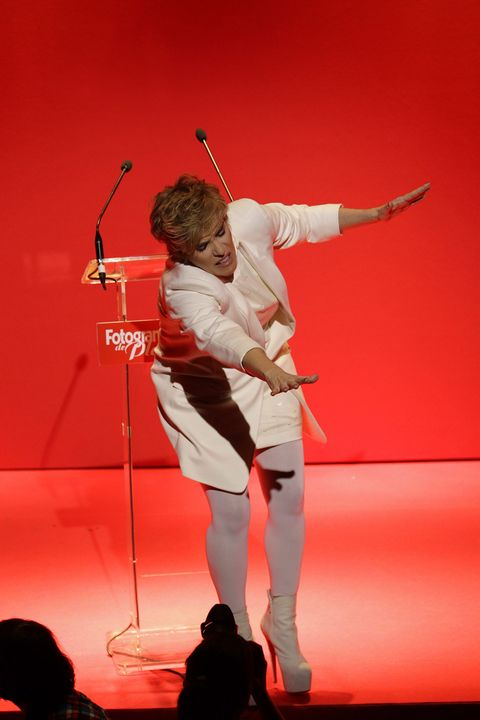 Human body, Elbow, Red, Performing arts, Performance, Stage, Artist, Performance art, Public event, Scene,