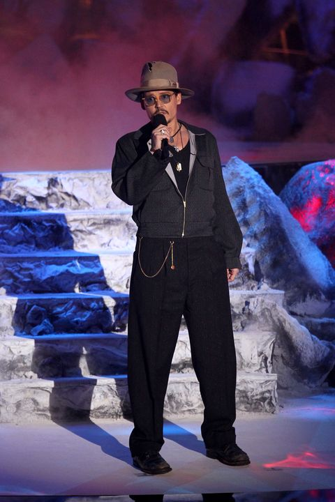 Hat, Music artist, Artist, Sun hat, Electric blue, Stage, Music venue, Fedora, Performance art, Singer,