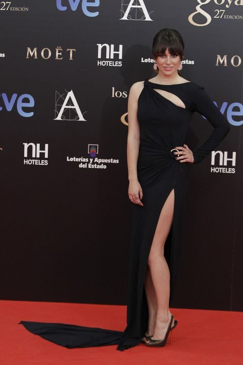 Dress, Flooring, Shoulder, Joint, Style, Carpet, Waist, Cocktail dress, One-piece garment, High heels,