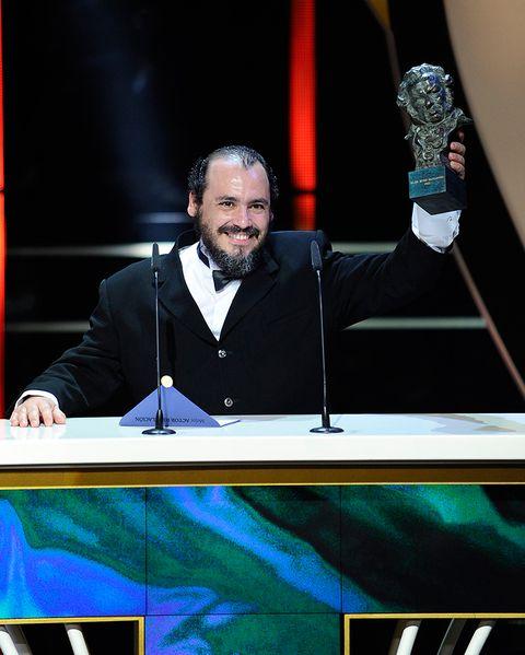 Beard, Facial hair, Public speaking, Trophy, Speech, Orator, Award, Spokesperson,