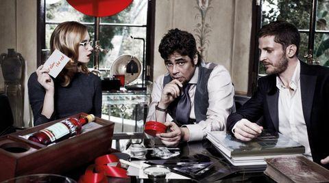 Nose, Tableware, Conversation, Beard, Tie, White-collar worker, Coquelicot, Desk, Lamp,