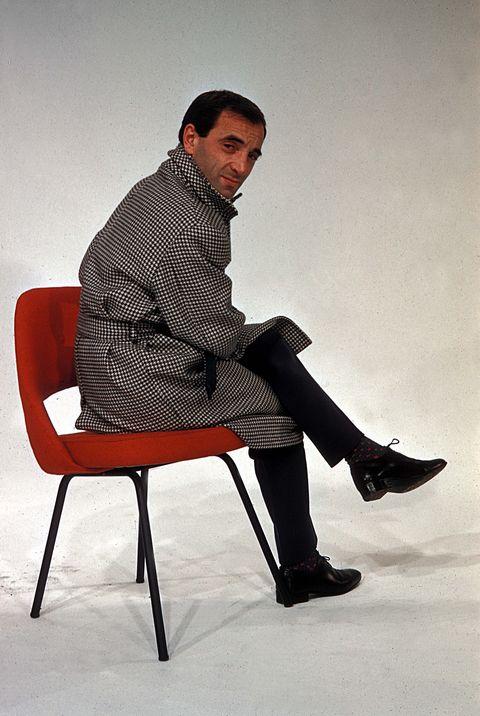 Sitting, Joint, Style, Knee, Monochrome, Flash photography, Street fashion, Fashion model, Fashion design, Ankle,