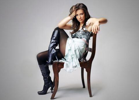 Fashion model, Sitting, Leg, Shoulder, Beauty, Photo shoot, Fashion, Model, Human leg, Joint,