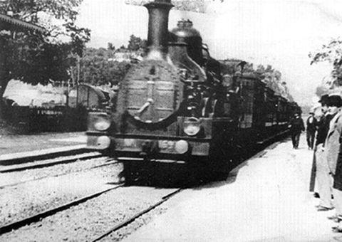 Mode of transport, Transport, Locomotive, Railway, Rolling stock, Train, Monochrome photography, Track, Headlamp, Steam engine,