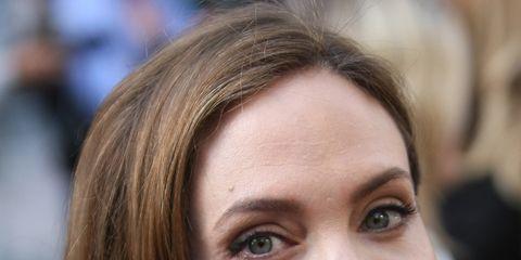 Lip, Hairstyle, Eye, Chin, Eyebrow, Eyelash, Beauty, Iris, Brown hair, Long hair,