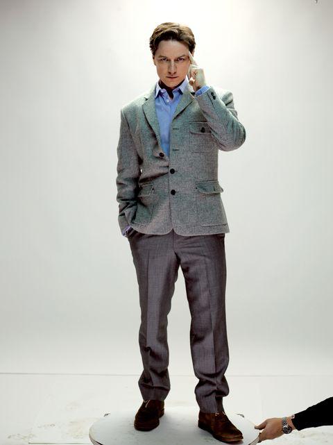 Dress shirt, Collar, Sleeve, Trousers, Coat, Shoulder, Shirt, Shoe, Standing, Joint,