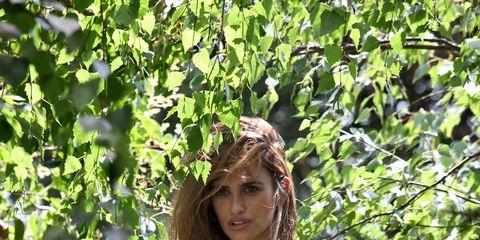 Clothing, Dress, People in nature, Petal, Summer, Shrub, Garden, Day dress, Strapless dress, Model,
