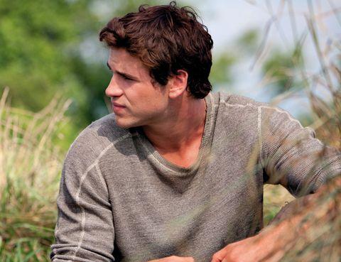 Human, Sweater, Brown hair, Long-sleeved t-shirt, Active shirt, Flesh,