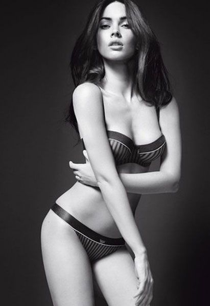 Hairstyle, Shoulder, Joint, Brassiere, Undergarment, Lingerie, Beauty, Thigh, Chest, Organ,