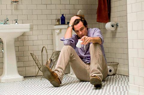 Plumbing fixture, Goggles, Wall, Sunglasses, Tap, Tile, Sink, Knee, Bathroom accessory, Plumbing,
