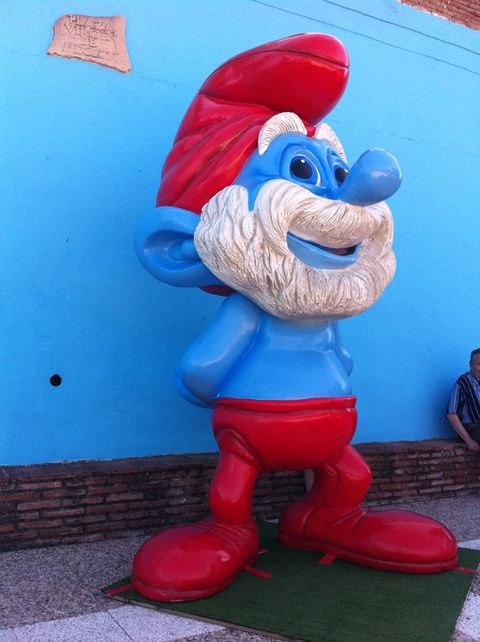 Blue, Red, Carmine, Fictional character, Toy, Electric blue, Mascot, Lawn ornament, Sculpture, Costume hat,