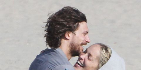 Hair, Ear, Nose, Sleeve, Mammal, Facial expression, People in nature, Interaction, Love, Romance,