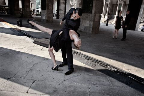 Leg, Human body, Human leg, Infrastructure, Road, Street, Road surface, Street fashion, Black hair, Waist,