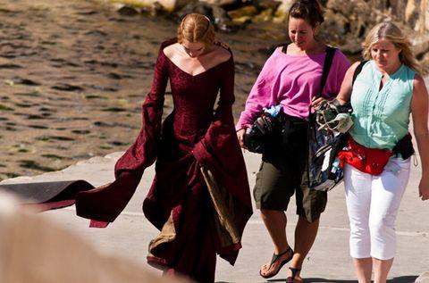 Bag, Fashion, Luggage and bags, Waist, Magenta, Maroon, Sunglasses, Street fashion, Sandal, Foot,