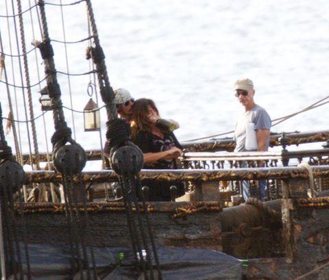 Rope, Boat, Mast, Watercraft, Iron, Ship replica, Sailing ship, Sunglasses, Ship, Naval architecture,