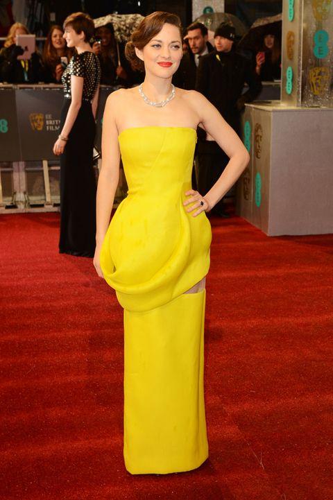 Yellow, Flooring, Dress, Shoulder, Carpet, Premiere, Style, Formal wear, Floor, Gown,