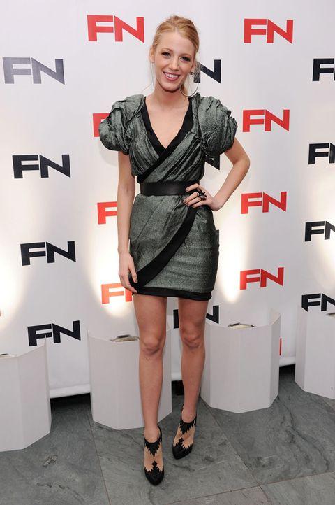Dress, Shoulder, Joint, Human leg, One-piece garment, Style, Jewellery, Cocktail dress, Day dress, Fashion,
