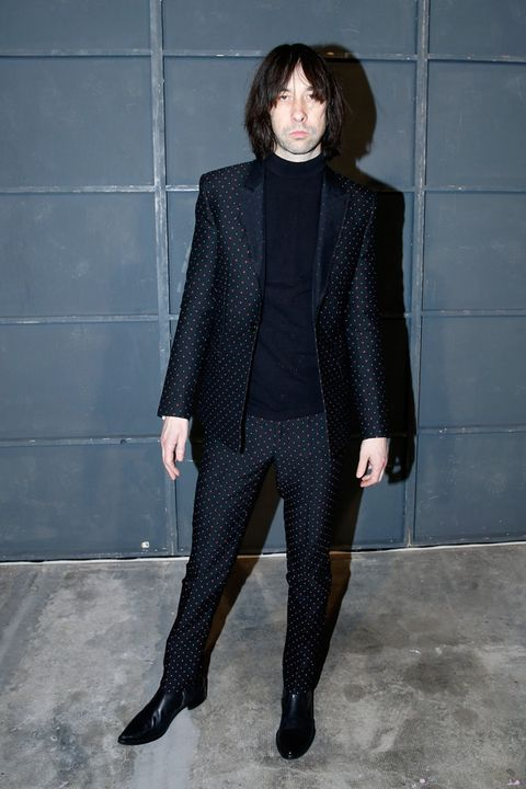 Sleeve, Collar, Textile, Joint, Style, Street fashion, Bangs, Knee, Blazer, Fashion,