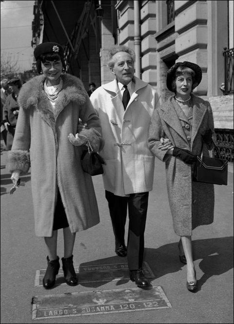 Hat, Standing, Style, Overcoat, Headgear, Vintage clothing, Sun hat, Monochrome, Fedora, Frock coat,