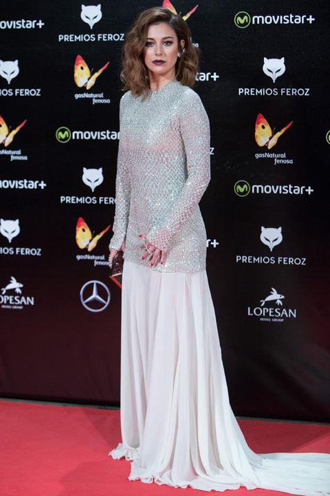 Flooring, Style, Premiere, Carpet, Fashion, Beauty, Logo, Public event, Long hair, Fashion model,