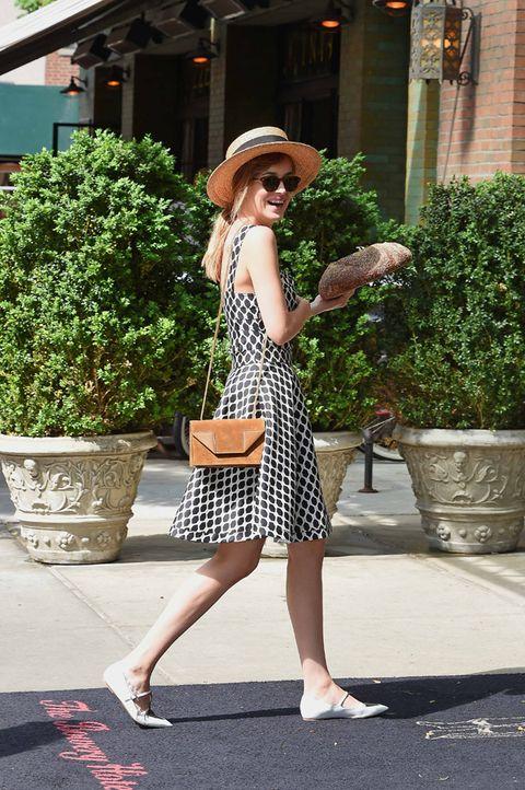 Clothing, Hat, Shoulder, Human leg, Flowerpot, Bag, Dress, Style, Fashion accessory, Street fashion,