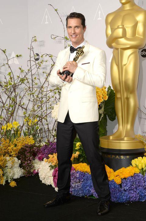 Yellow, Shoe, Sculpture, Suit trousers, Chest, Trunk, Bronze sculpture, Floristry, Abdomen, Flower Arranging,