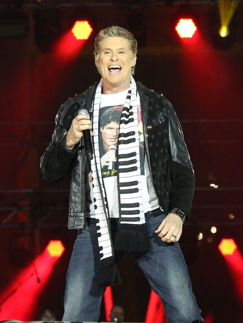 Entertainment, Event, Music, Musician, Performing arts, Music artist, Stage equipment, Pop music, Microphone, Performance,