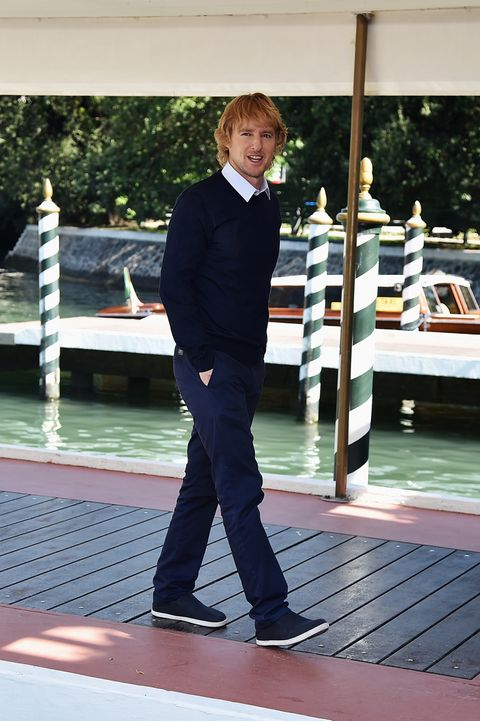 Collar, Leisure, Dress shirt, Suit trousers, Deck, Pocket, Balance, Foot, Boats and boating--Equipment and supplies,