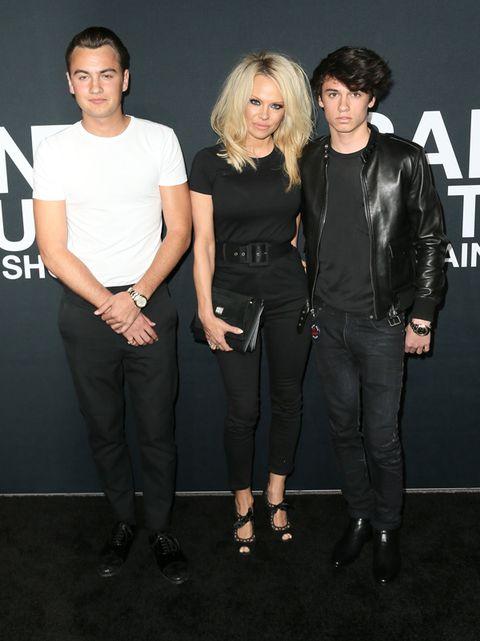 Sleeve, Style, Jacket, Fashion, Black, Fashion model, Black hair, Waist, Leather, Leather jacket,