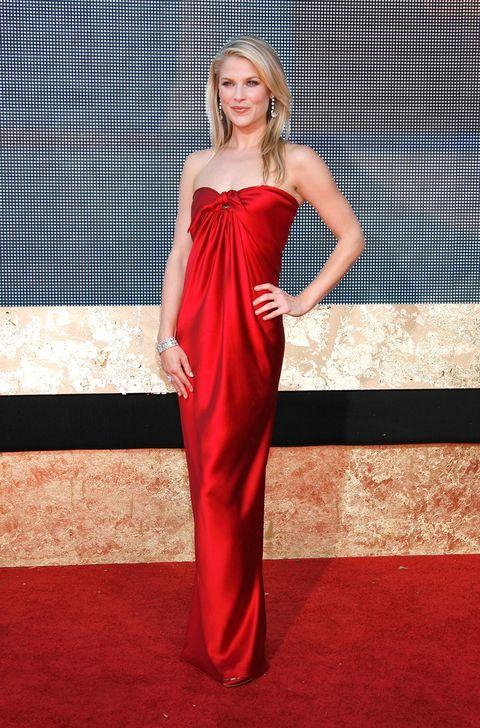 Dress, Shoulder, One-piece garment, Formal wear, Flooring, Style, Fashion model, Waist, Fashion, Day dress,