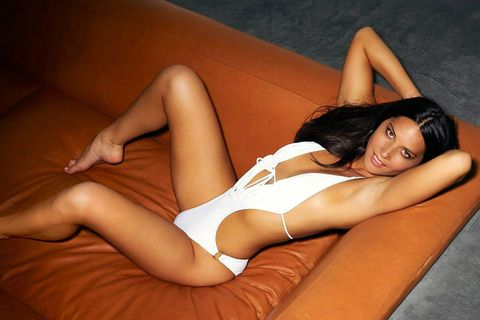 Hairstyle, Human leg, Thigh, Comfort, Knee, Beauty, Muscle, Tan, Black hair, Youth,
