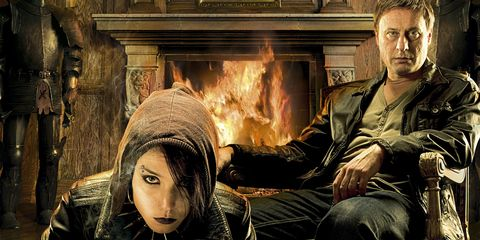 Nose, Mouth, Sitting, Heat, Flash photography, Hearth, Hood, Fire, Fireplace, Flame,