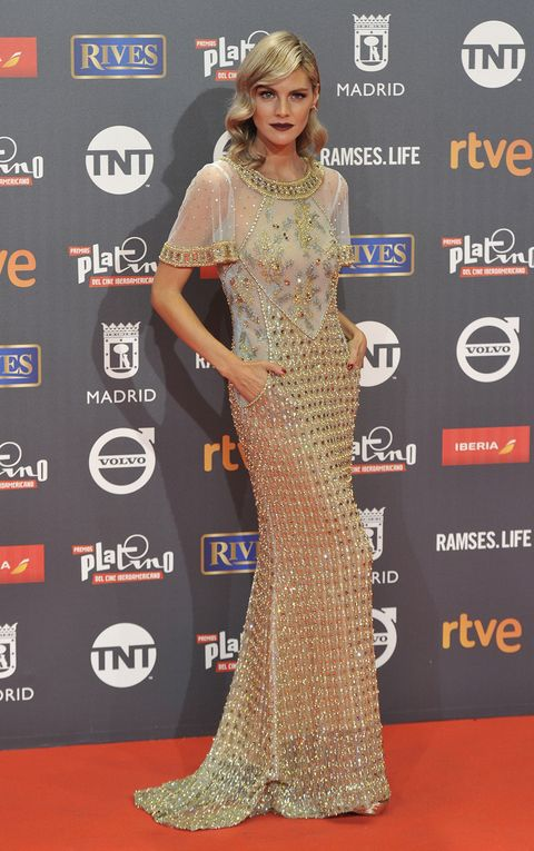 Red carpet, Carpet, Clothing, Dress, Fashion model, Flooring, Premiere, Fashion, Gown, Fashion design,