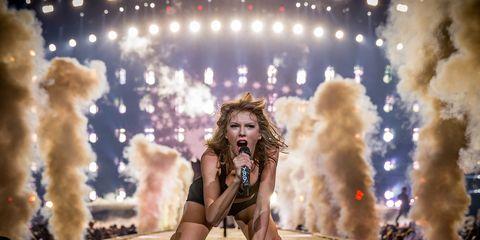 Performance, Entertainment, Performing arts, Stage, Music artist, Performance art, Event, Concert, Public event, Rock concert,