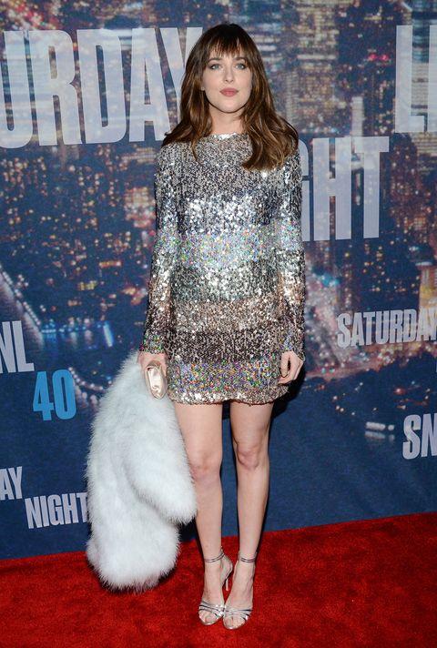 Shoulder, Textile, Dress, Style, Fashion, Carpet, Fashion model, Electric blue, Street fashion, Fur,