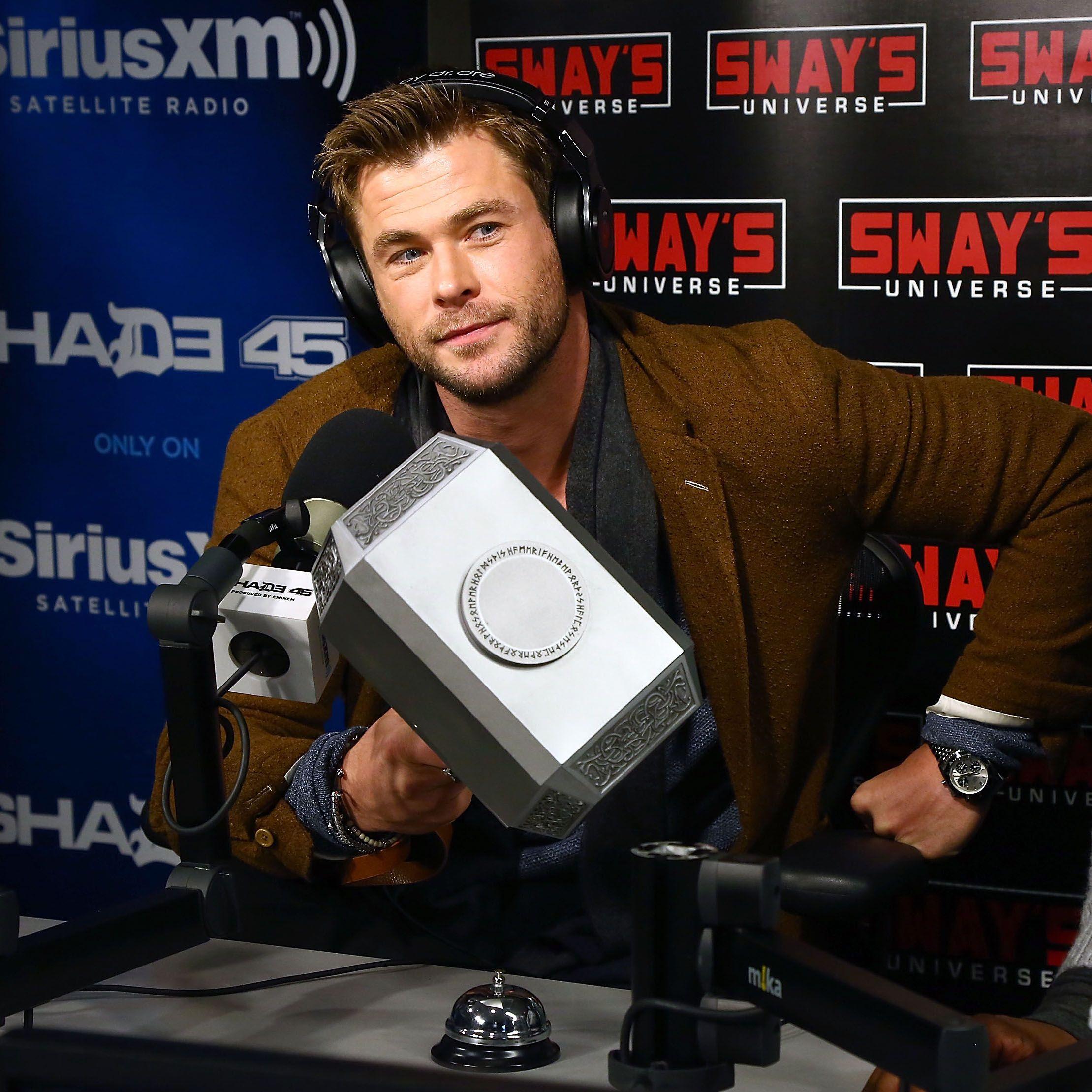 Chris Hemsworth bailando el 'Wrecking Ball' de Miley Cyrus