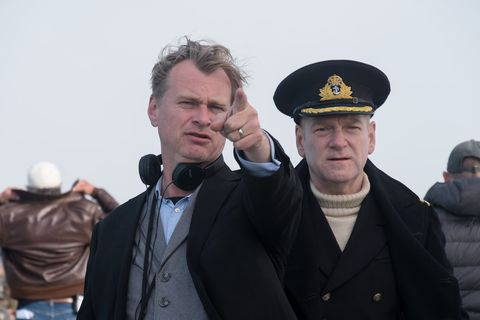 christopher nolan dando directrices a kenneth branagh en el set de 'dunkerque'