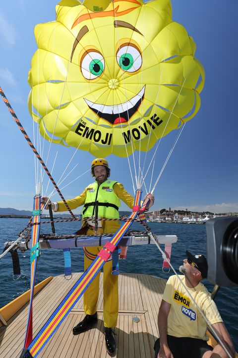 Parasailing, Yellow, Balloon, Fun, Smiley, Vacation, Kite sports, Vehicle, Parachute, Summer,