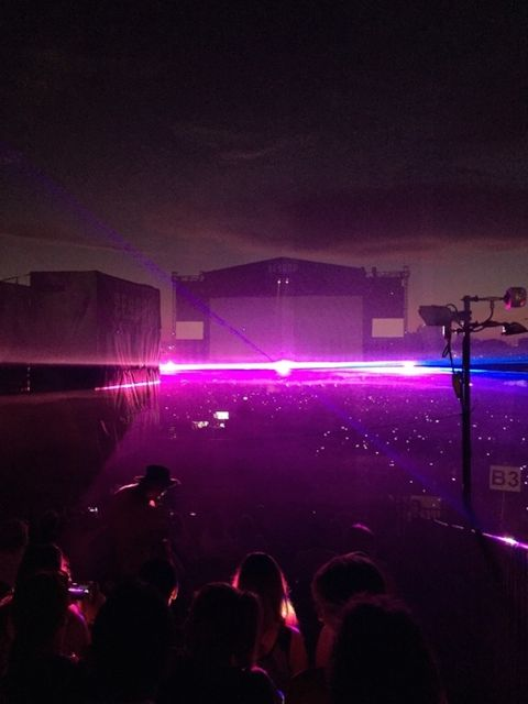 Purple, Magenta, Electricity, Entertainment, Night, Violet, Pink, Darkness, Microphone stand, Crowd,