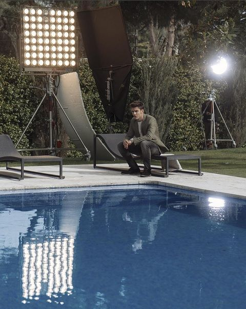 Human, Leisure, Reflection, Swimming pool, Outdoor furniture, Shade, Bench,