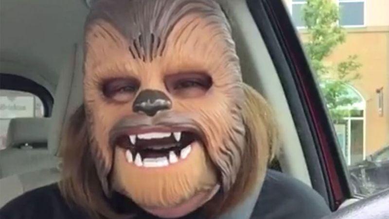 La madre de la máscara de Chewbacca se convierte en fenómeno viral