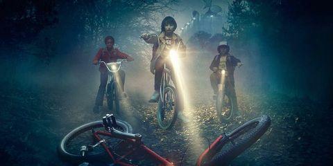Fender, Bicycle, Atmospheric phenomenon, Midnight, Bicycle tire, Spoke, Bicycle frame, Adventure game, Animation, Haze,