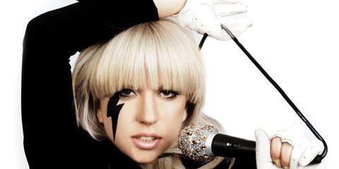 Audio equipment, Hairstyle, Microphone, Eyelash, Bangs, Music artist, Style, Singing, Costume accessory, Audio accessory,