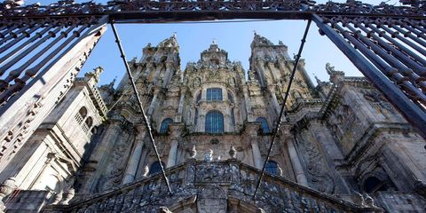 Facade, Landmark, Medieval architecture, Classical architecture, Symmetry, Door, Gothic architecture, Palace, Listed building, Religious institute,