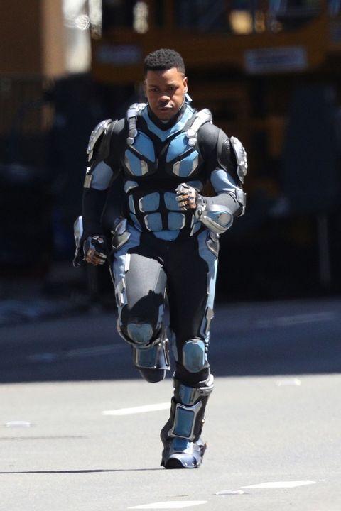 Knee, Street fashion, Fictional character, Glove, Hero, Armour,