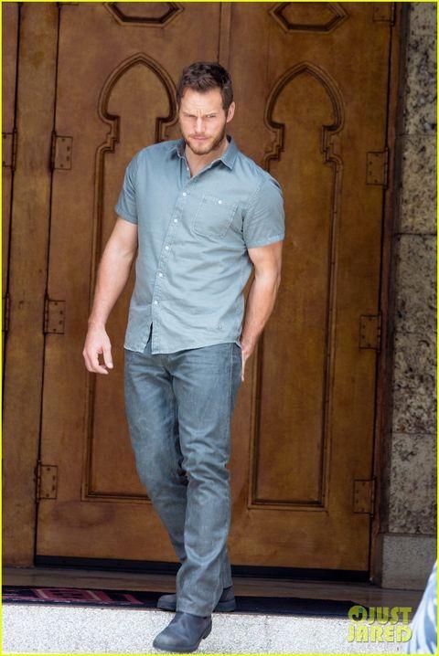Blue, Sleeve, Trousers, Chin, Denim, Dress shirt, Jeans, Shoulder, Collar, Shirt,