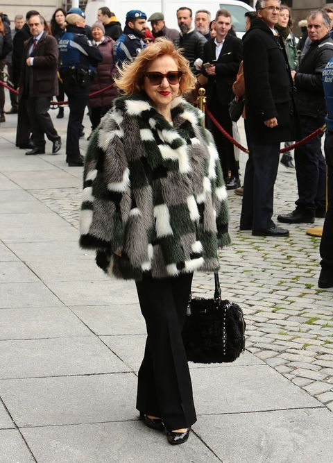 Fur, Fur clothing, Street fashion, Fashion, Clothing, Snapshot, Coat, Standing, Textile, Street,