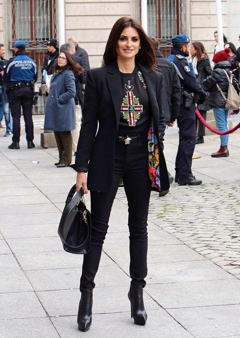Street fashion, Clothing, Fashion, Blazer, Snapshot, Suit, Outerwear, Jacket, Footwear, Jeans,